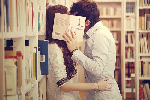 恋人とのキスは素敵♡でも虫歯ってうつってしまうの?!違う菌のほうがうつるかも!?歯科医による回答は?