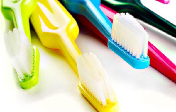 歯ブラシはとっても汚れてる!?細菌がつかないようにするにはどうしたらいいの?交換時期はいつ?